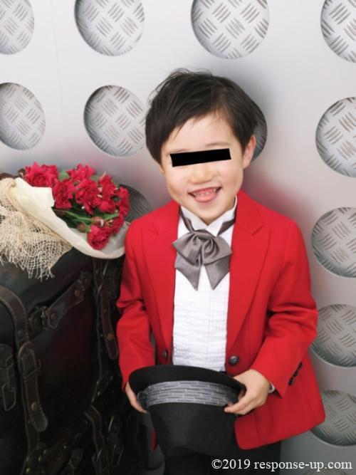 赤いスーツで七五三撮影