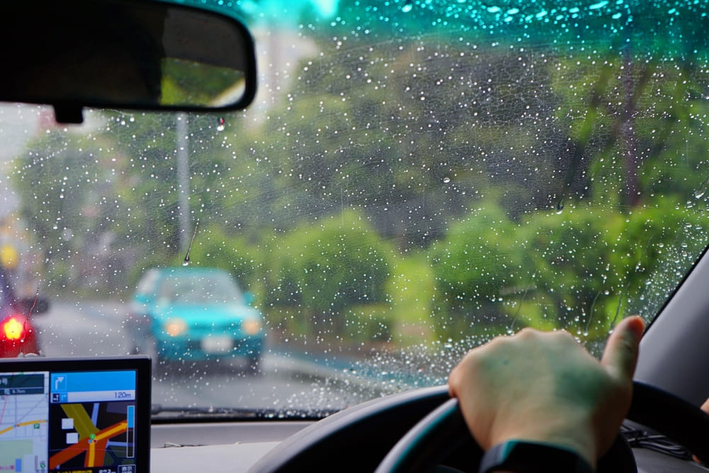 雨の日の窓ガラス