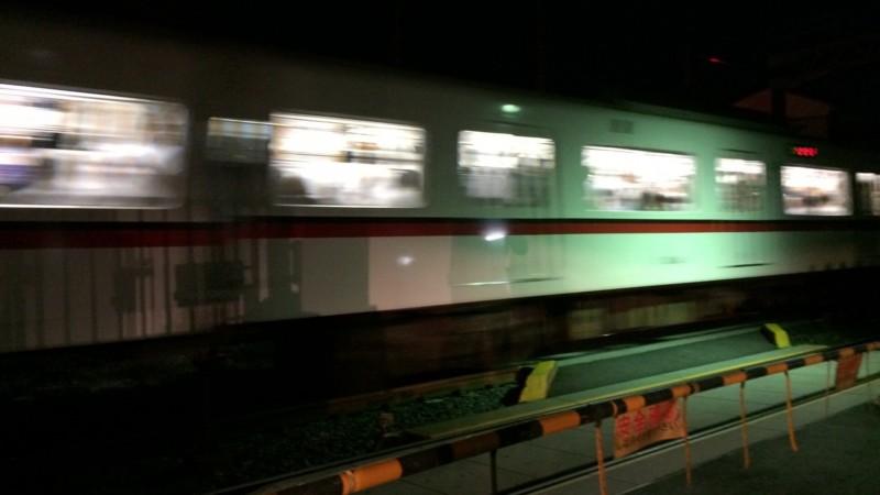 通り過ぎる電車