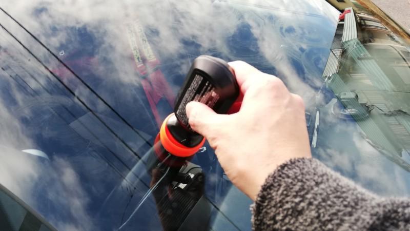 ガラスに撥水剤を塗る
