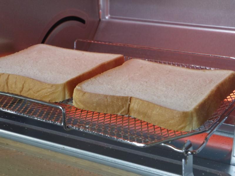 トースターの中のパン