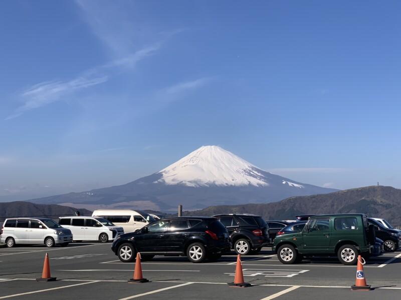 富士山と車