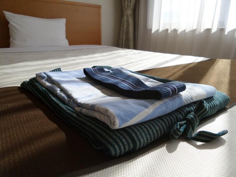 ベッドの上の浴衣
